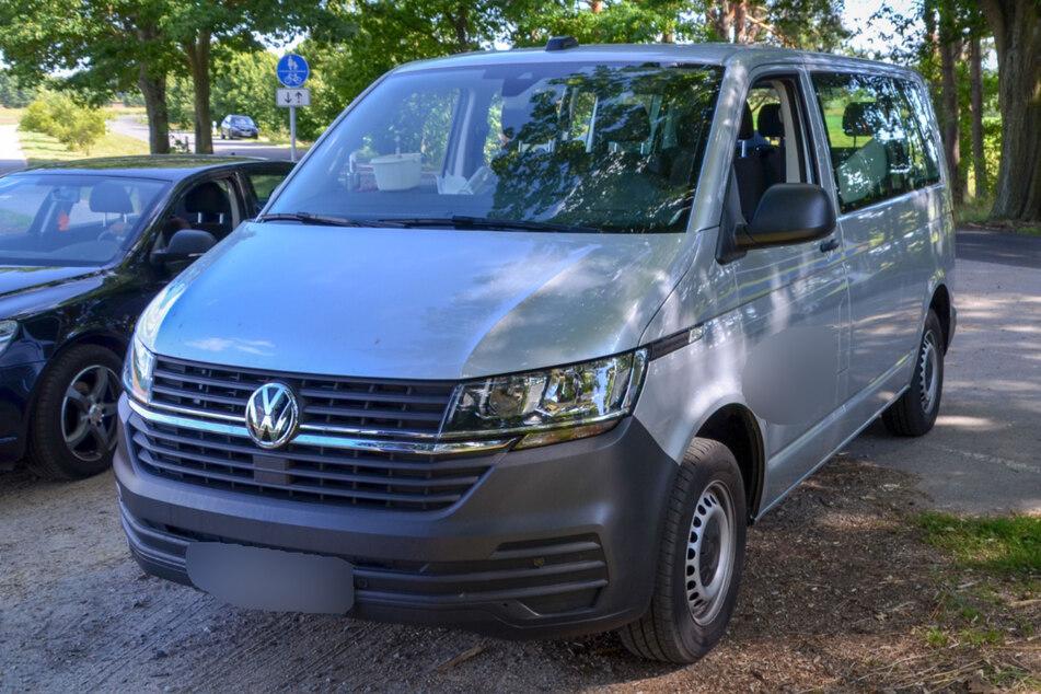 Mit einem Volkswagen-Transporter waren acht Männer unterwegs.