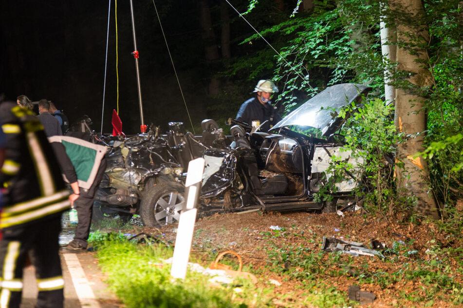 Der SUV wurde bei dem Unfall vollkommen zerfetzt.