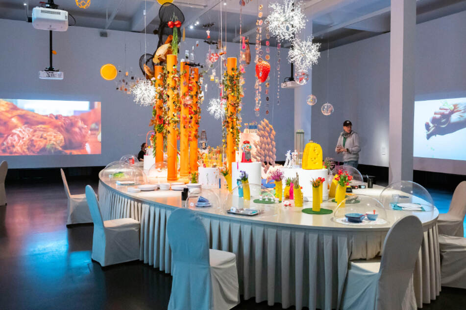 Opulente Tafel: Im letzten Ausstellungsraum wird die Sinnlichkeit des Essens mittels Kunstinstallation in Szene gesetzt.