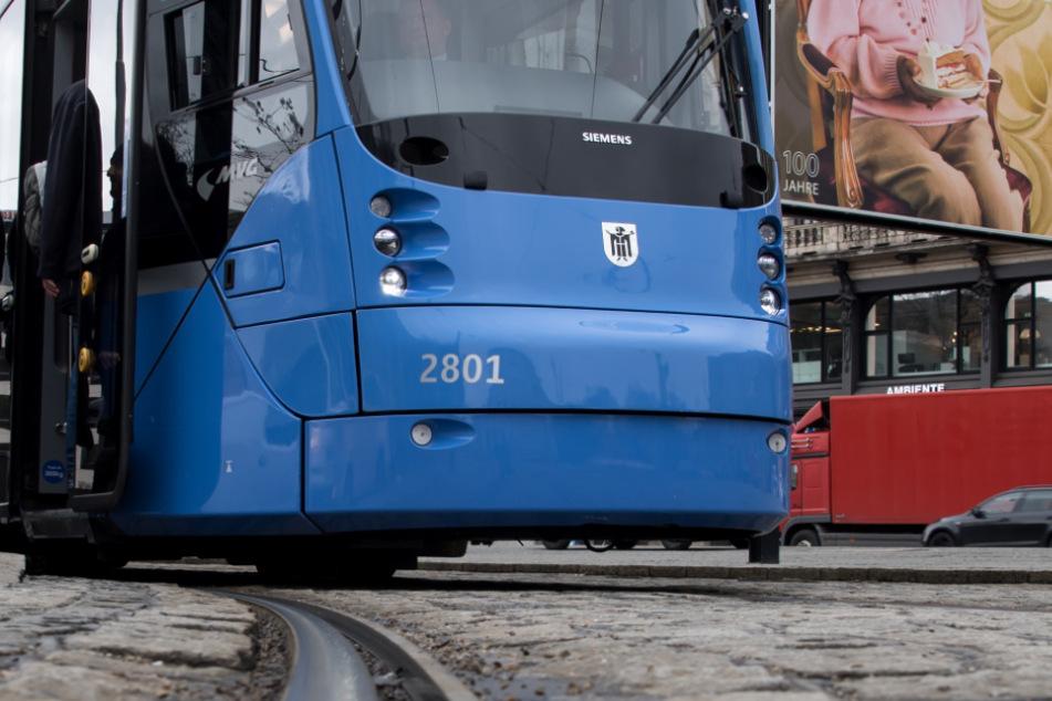 In München wurde eine Frau von einer Tram erfasst. (Symbolbild)