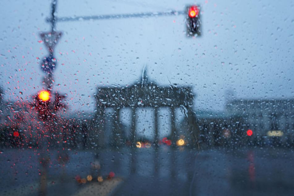 Das Wetter in Berlin und Brandenburg wird am Wochenende äußerst wechselhaft (Symbolbild).