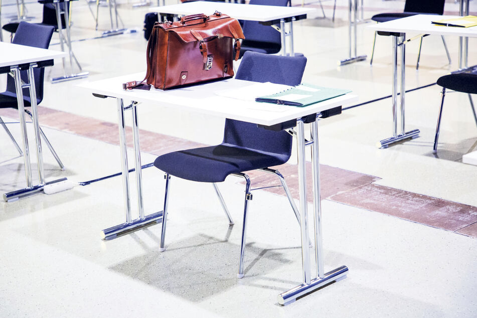 Sind die Stühle in der Messe zu unbequem? Die AfD wollte sie zumindest tauschen lassen.