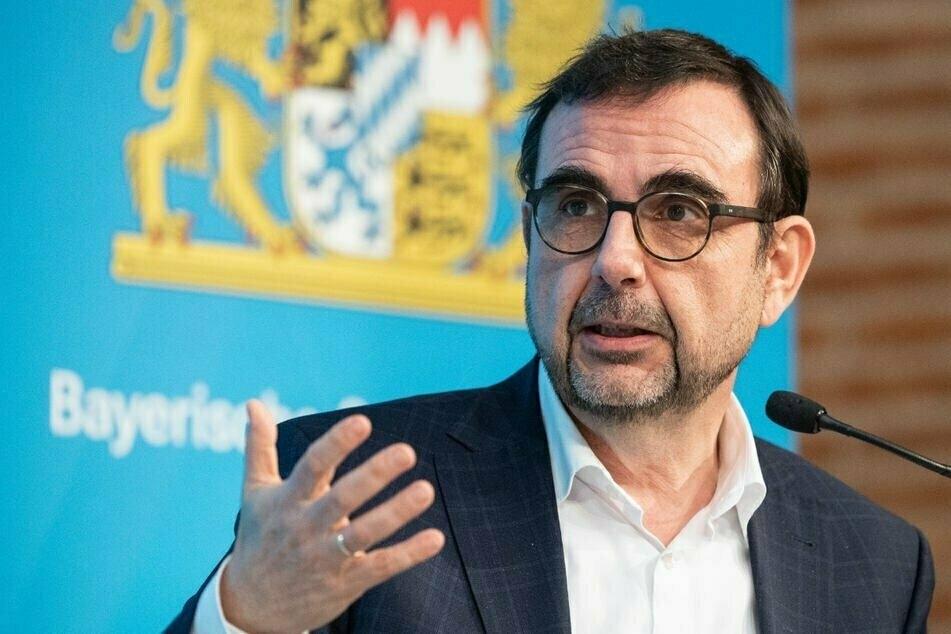 Bayerns Gesundheitsminister Klaus Holetschek (56, CSU) ist für mehr Freiheiten Geimpfter. (Archiv)