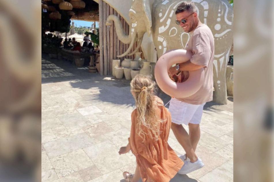Lukas Podolski (36) teilte am Freitag ein niedliches Vater-Tochter-Bild bei Instagram, auf dem er gemeinsam mit seiner vierjährigen Maya zu sehen war.