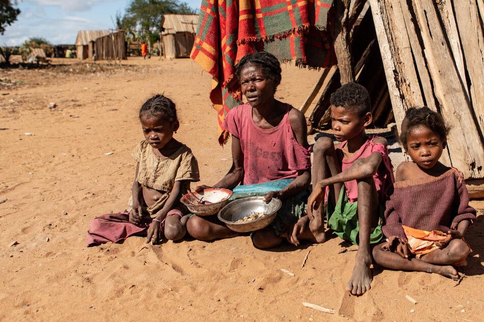 Hungersnot verschlimmert sich: Menschen essen Lehm, Blätter und Heuschrecken