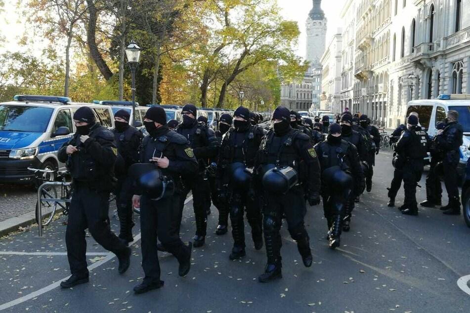 Die Polizei hat die Lage am Kurt-Masur-Platz bisher unter Kontrolle.