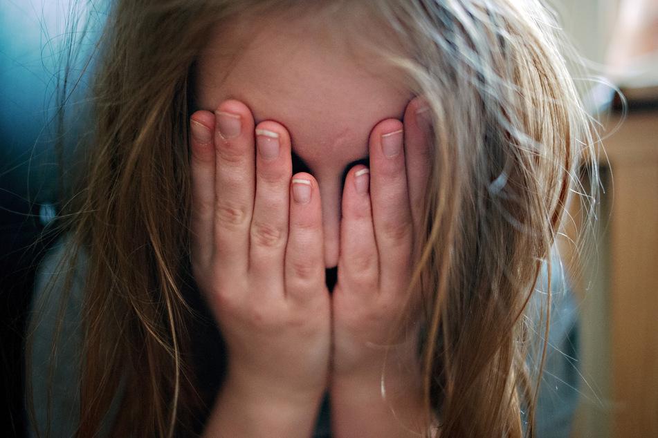 Im Missbrauchskomplex Bergisch Gladbach müssen die Beamten zahlreiche Bilder und Videos zur Strafverfolgung von Kindesmissbrauch sichten (Symbolbild).