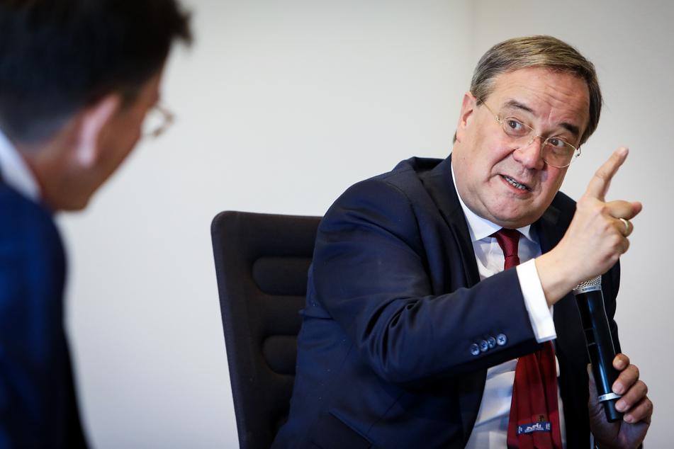 Maskenverweigerern droht bei ihrer Stimmabgabe bei der NRW-Kommunalwahl am Sonntag laut Ministerpräsident Armin Laschet (CDU) kein Bußgeld.