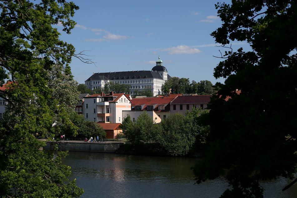 Das Museum Weißenfels im Schloss Neu-Augustusburg ist über der Altstadt und dem Fluss Saale zu sehen. (Archivbild)