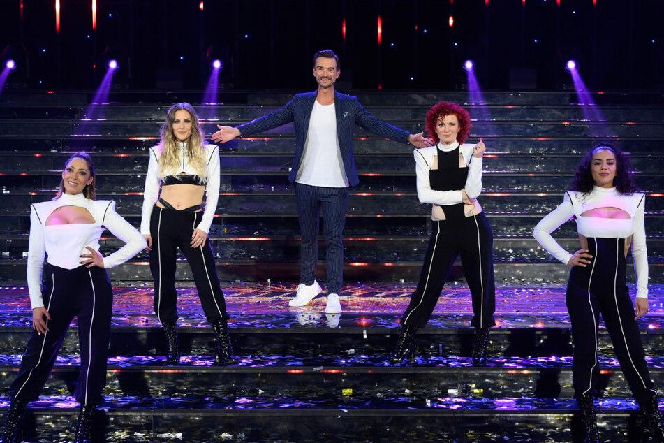 Sie sind wieder da! Moderator Florian Silbereisen (39) zusammen mit den No Angels während der Show am Samstagabend.