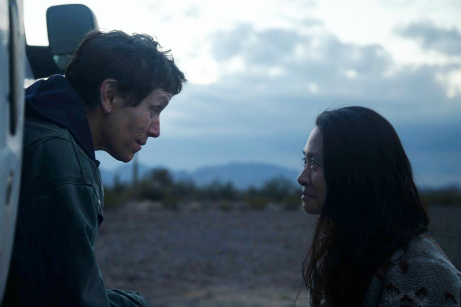 Schauspielerin Frances McDormand (63,l.) wurde von Regisseurin Chloe Zhao (39) zu einer weiteren Meisterleistung angespornt.