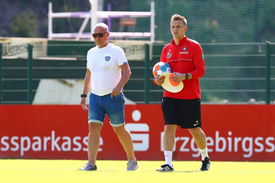 FCE-Boss Helge Leonhardt (62,l.) und Trainer Aleksey Shpilevski (33) wollen sich bei der Stürmersuche nicht unter Zeitdruck setzen.