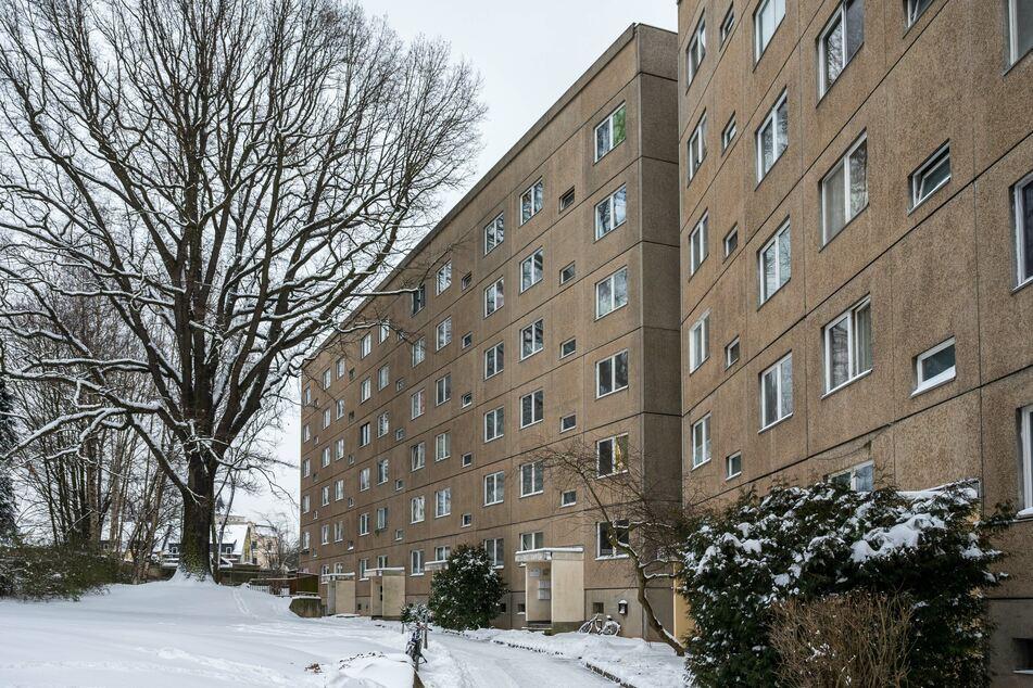 In diesem Plattenbau in der Chemnitztalstraße wurde ein Mieter (34) getötet. Angeblich durch Schläge auf den Kopf.