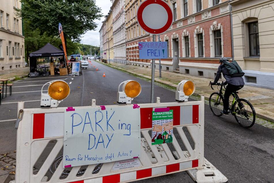In der Matthesstraße war am Freitagnachmittag die Durchfahrt verboten - außer für Radfahrer.