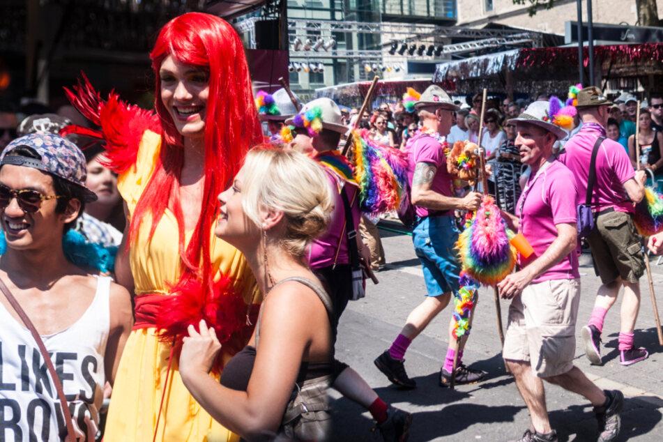 Das Bermudadreieck: Hotspot und einer der besten Kölner Stadtteile für die LGBT-Community. Hier wird gefeiert bis zum Morgengrauen – so wie hier beim CSD, der in der Regel auch durchs Schwulen- und Lesbenviertel Kölns geht.