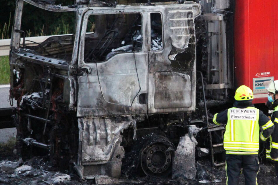 Brennender Lastwagen sorgt für Vollsperrung der A3 bei Aschaffenburg