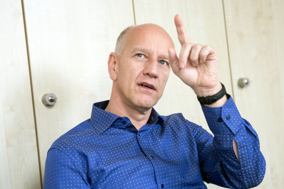 Ulf Dittmer, Leiter des Instituts für Virologie der Universitätsklinik Essen, spricht während eines Interviews.