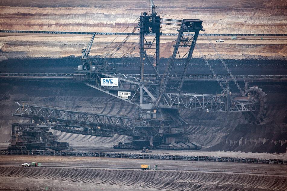 Köln: Braunkohleprotest im Tagebau Garzweiler, RWE-Mitarbeiter nach Gewalt-Übergriff bewusstlos