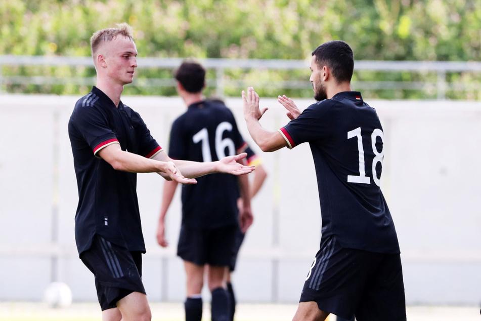 Am Montag in Zwickau gegen Norwegen wurde Soufiane Messeguem (20, r.) nach 73 Minuten eingewechselt. Für ihn machte Niklas Tauer (20, l) Platz.