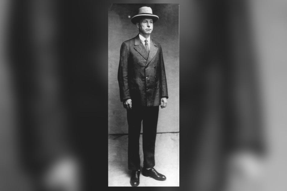 Ein Polizeifoto zeigt den immerzu adrett gekleideten Peter Kürten.