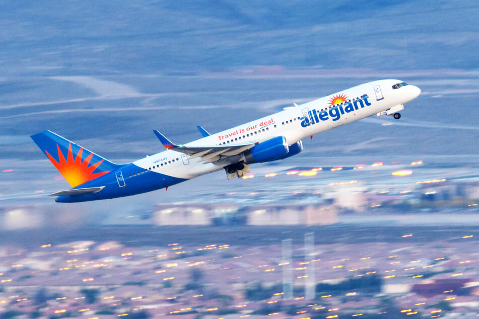 An Allegiant Air Boeing 757 taking off over Las Vegas (stock image).