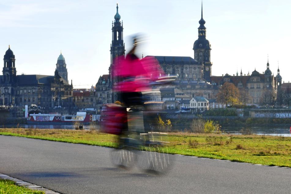 Rechtsextreme Parolen auf dem Elberadweg: Staatsschutz ermittelt wegen Graffiti