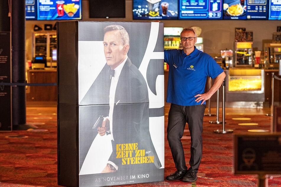 Kino-Leiter Ralf Steinig (53) hofft, dass James Bond das UCI-Kino im Elbepark füllt.