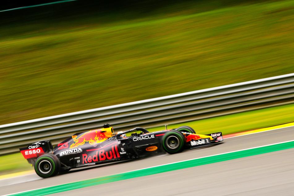 Max Verstappen (23) wird in seinem Red-Bull-Boliden von der Pole Position starten.