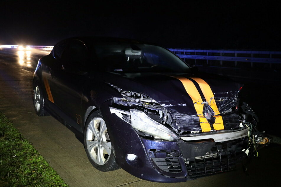 Crash sorgt für Vollsperrung auf A4: Renault knallt in Leitplanke