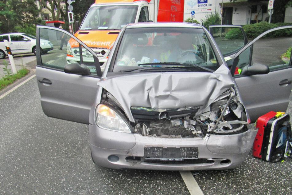 Köln: Mann fährt in Auto von Mutter und vier Kindern, sechs Verletzte