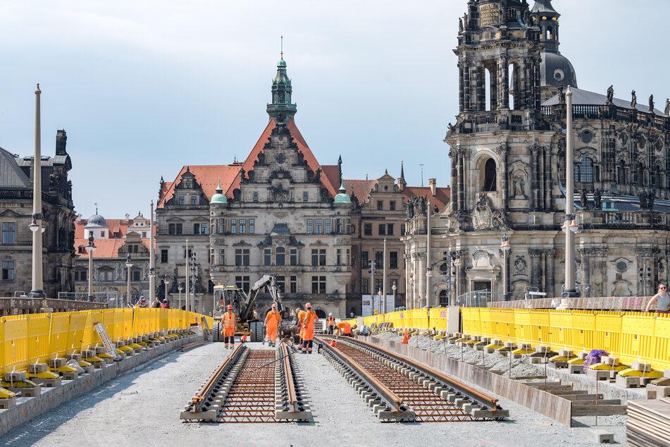 Augustusbrücke: Jetzt machen sich die Gleisbauer breit