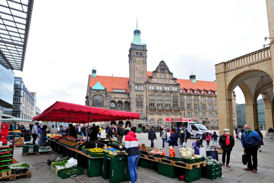 Chemnitzer Samstagsshopping: Nicht nur der Wochenmarkt zog diesmal Kundschaft an.