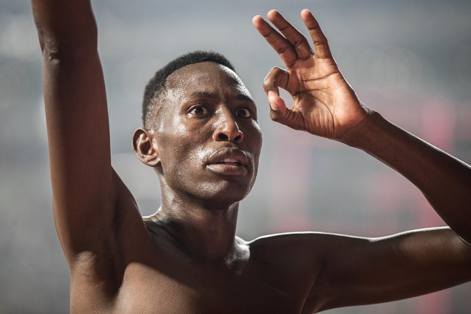 Conseslus Kipruto aus Kenia jubelt nach seinem Sieg im Männer-Finale über 3000 Meter Hürden bei der Leichtathletik-WM 2019 in Dakar.