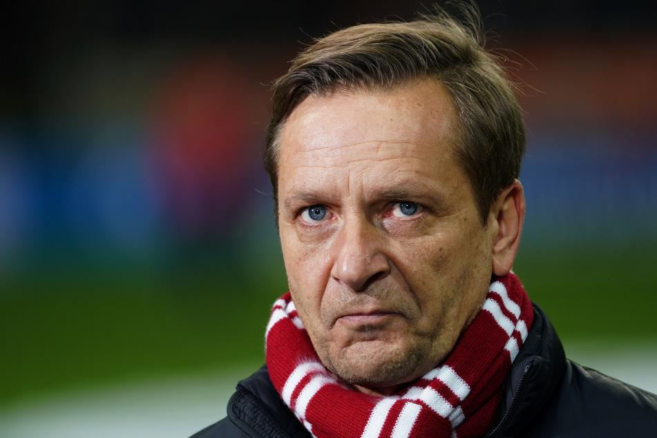 FC-Sportdirektor Horst Heldt (50) möchte Köln noch verstärken.