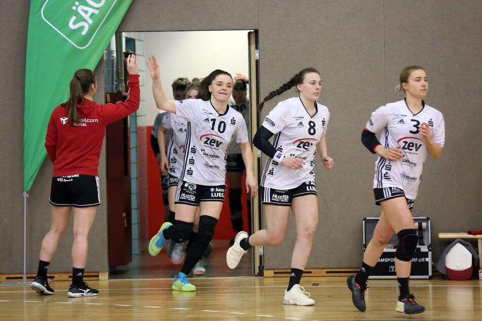 Sollen sich im Juli in einen Trabi zwängen: die Handballerinnen vom Erstligisten BSV Sachsen Zwickau.