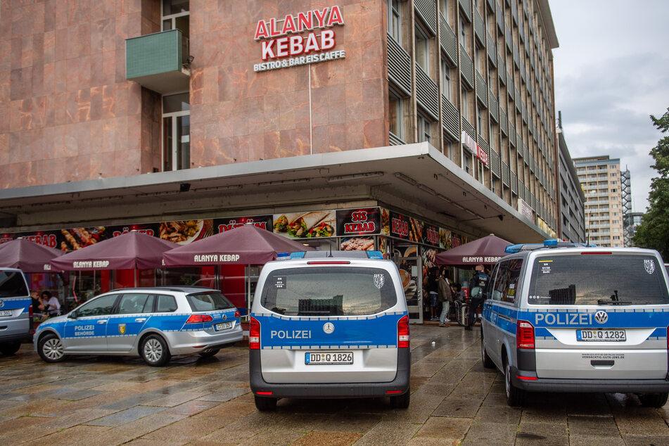 Drogen-Razzia im Döner-Imbiss an der Brückenstraße/Straße der Nationen. Die Polizei war am Montagnachmittag mit mehreren Einsatzkräften vor Ort.