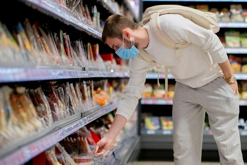 Beim Einkaufen in sächsischen Geschäften und Supermärkten muss bei Inzidenz unter 10 keine Maske mehr getragen werden. Der Mindestabstand muss jedoch noch eingehalten werden.