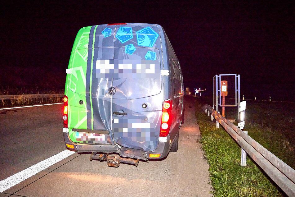 Die Rückseite des VW Crafter wurde ebenfalls beschädigt.