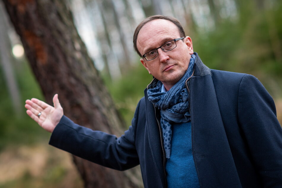 SPD-Stadtrat Jörg Vieweg (49) will die privaten Klärgruben in der Stadt abschaffen.