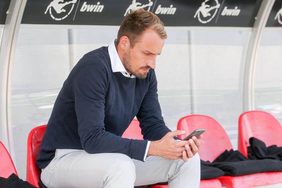 Widerwillig zwar, aber er stellt sich der Situation und nimmt es sportlich: FSV-Sportdirektor Toni Wachsmuth.
