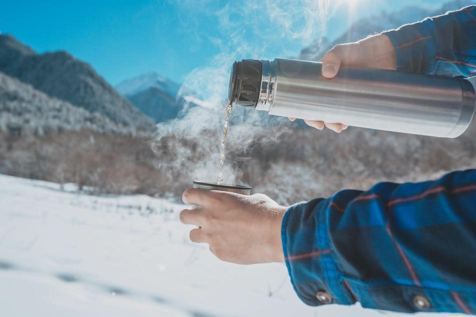 Thermoskanne reinigen - dieser einfache Trick entfernt Belege und Geruch
