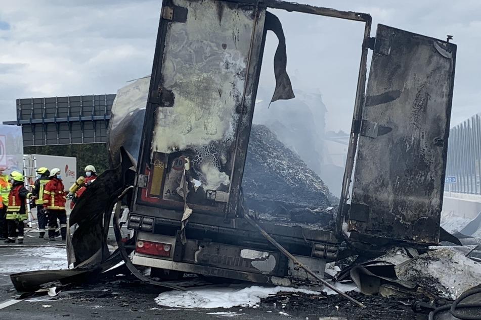 Der Fahrer einer der Lastwagen verstarb noch am Unfallort.