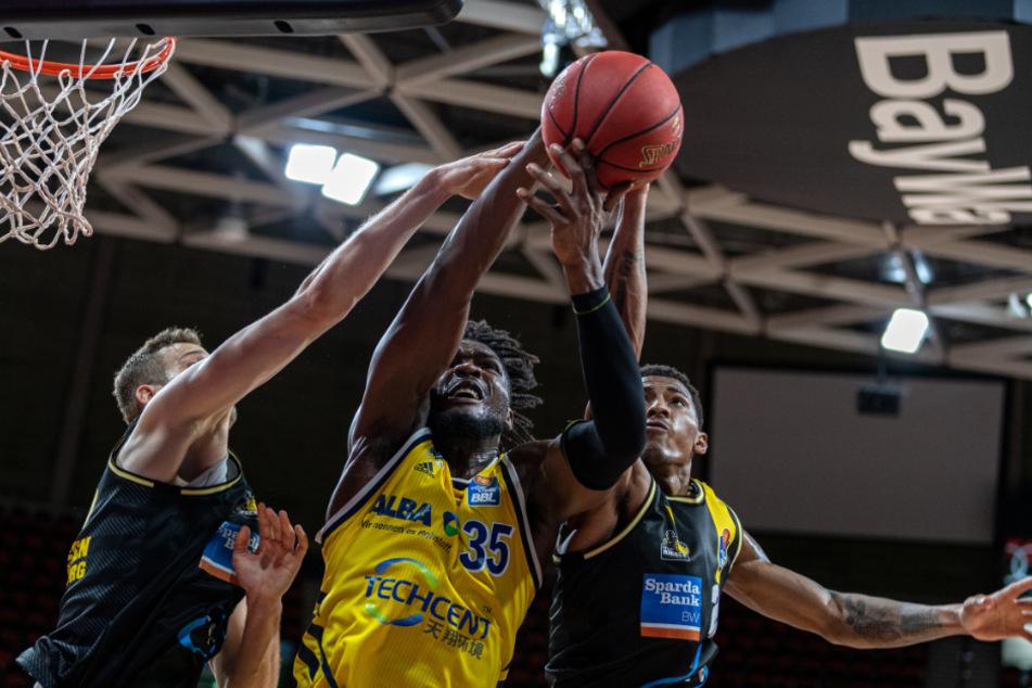 Größter Erfolg in 60 Vereinsjahren: Ludwigsburger Basketballer feiern im Autokino