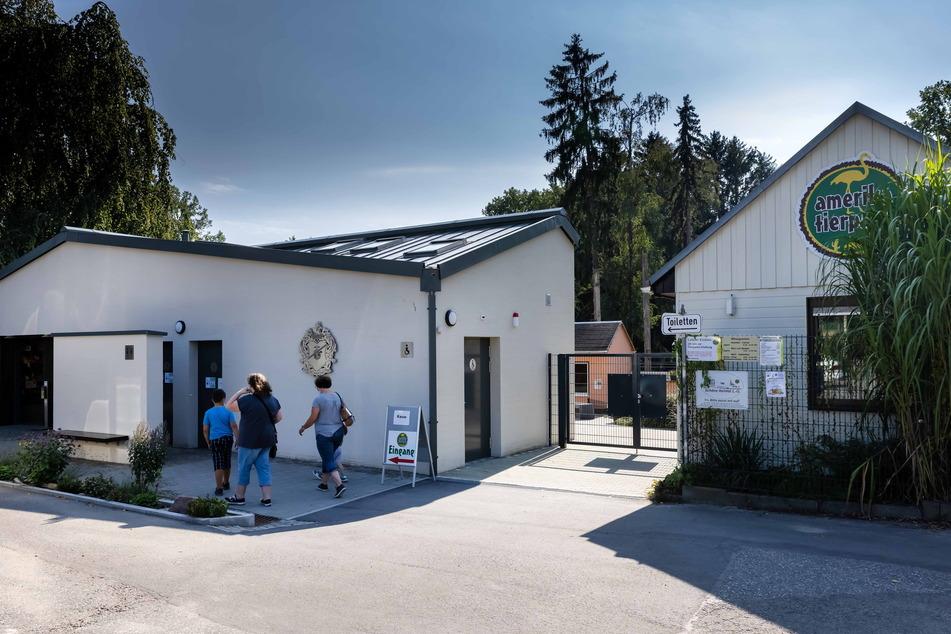 Der ein Jahr alte Eingangsbereich bietet auf 150 Quadratmetern einen modernen Kassenbereich mit Souvenirshop, Foyer und Toiletten.