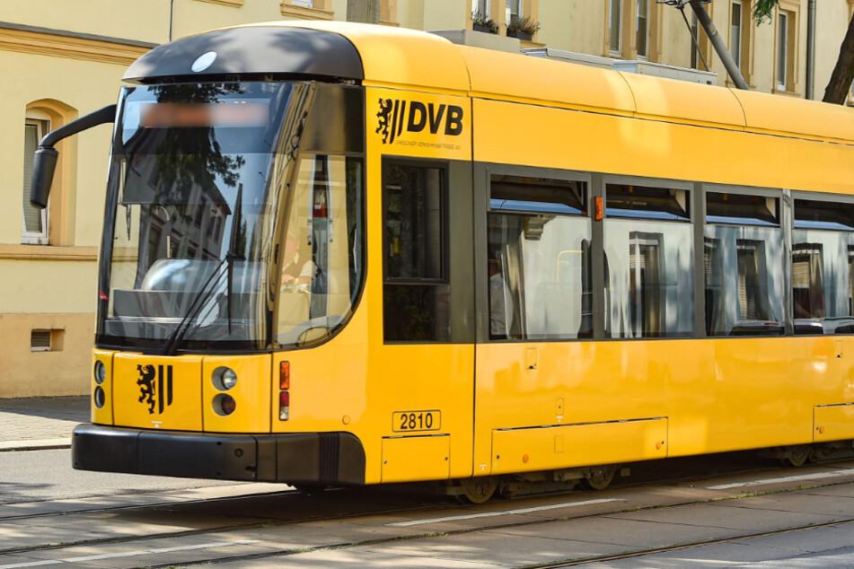 21-Jährige wird an Haltestelle in Gorbitz von Männergruppe beleidigt