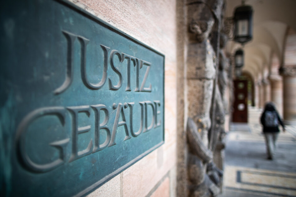 Am Landgericht Nürnberg-Fürth wurde der 58-Jährige und sein 31 Jahre alter Komplize verurteilt. (Symbolbild)