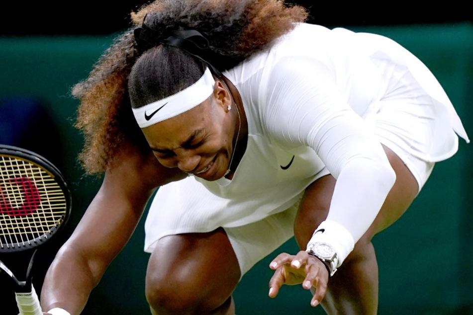 Verletzt sank Serena Williams (39) mehrfach zu Boden. Der Kampf gegen die Schmerzen - sie verlor ihn am Dienstagabend in London.