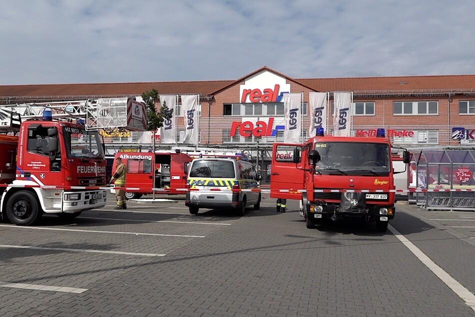 Nach der Explosion rückten zahlreiche Einsatzfahrzeuge an.