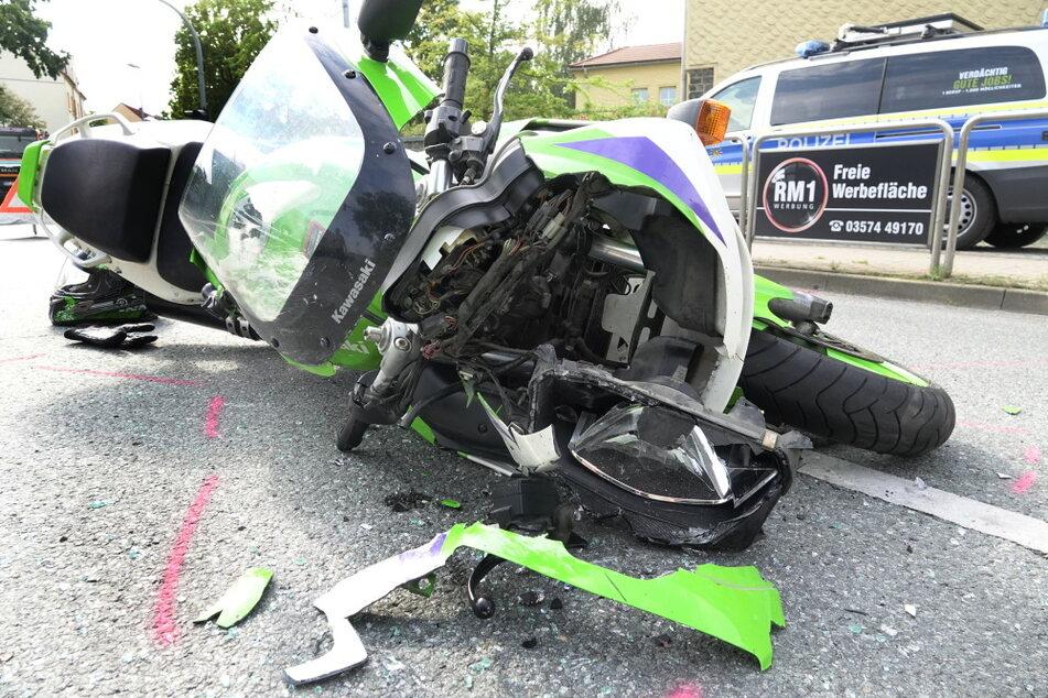 Der Biker wurde bei dem Unfall schwer verletzt.