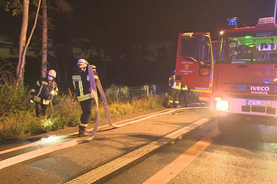 Die Feuerwehr musste zwei tote Menschen bergen.